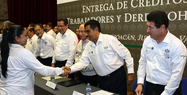 """""""Con estas acciones se cumple con la instrucción del Presidente Enrique Peña Nieto para Michoacán"""", afirmó Castro López"""
