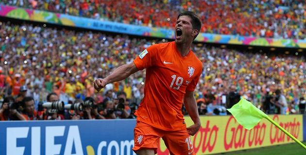 Holanda avanzó hoy a los cuartos de final de la Copa Mundial de Brasil 2014 al vencer por 2-1 a México, en un partido que se decidió en tiempo de compensación, por un penal marcado por Klas Jan Huntelaar
