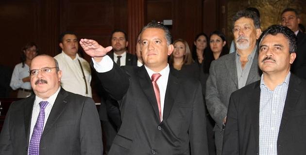 Cornejo Martínez es ingeniero egresado del Instituto Tecnológico de Morelia y candidato a Maestro en Calidad y Competitividad, además de que de 2012 a la fecha se desempeñó como director general del ICATMI