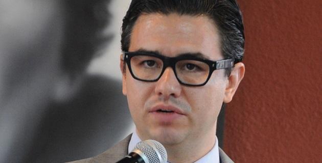 Durante la entrega del nombramiento, el mandatario estatal agradeció al funcionario - quien es doctor en Economía por la Universidad de Pensilvania- por aceptar colaborar con el Gobierno de Michoacán