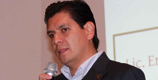 El asunto del jovencito Ernesto, dice la nota, no es reciente; desde el año pasado se ha rastreado su andar en este caso que también involucra al alcalde de Zitácuaro, Juan Carlos Campos