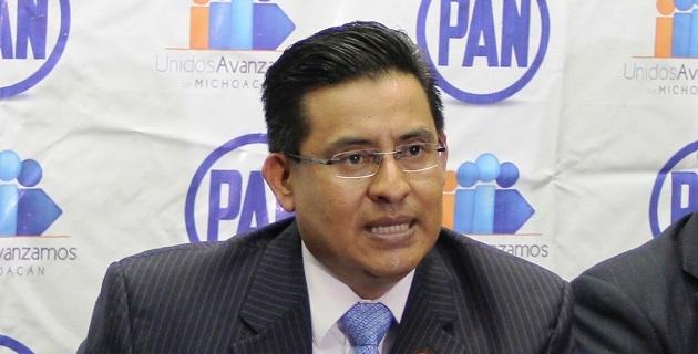 Chávez Zavala exigió a las autoridades a realizar un esfuerzo por recuperar la rectoría de la educación y dejar a un lado la corrupción y la opacidad que mantienen vigentes los privilegios para el sindicato de profesores