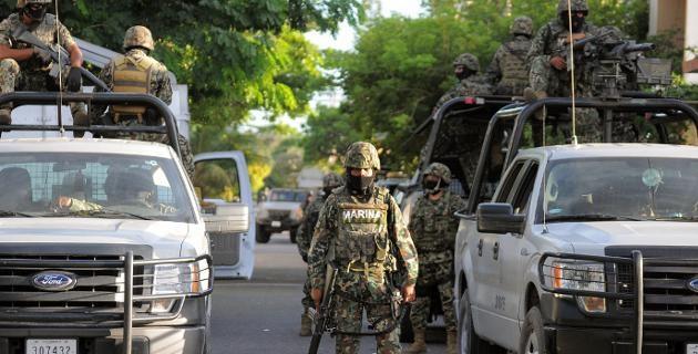 La PGJE informó que personal de la Subprocuraduría de Justicia con sede en Lázaro Cárdenas apoyó en las diligencias ministeriales y el levantamiento de los cadáveres