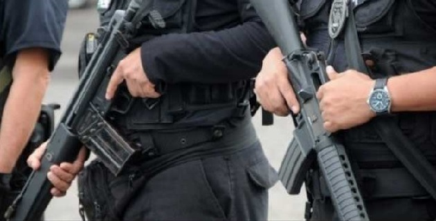 Durante la acción policial, les fueron aseguradas armas de alto poder y cinco vehículos que utilizaban para delinquir: PGJE