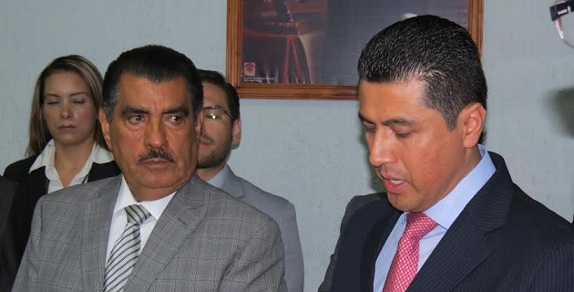 """El delegado saliente, Diego Romeo Chávez Hernández, en la entrega del cargo, expuso que hay """"un ISSSTE con mayor personalidad gracias al apoyo de la autoridad central"""""""