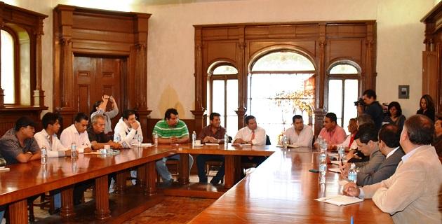 Oseguera Méndez escuchó puntualmente cada una de las demandas presentadas por los lazarocardenenses, quienes se manifestaron de acuerdo en el respeto a la ley