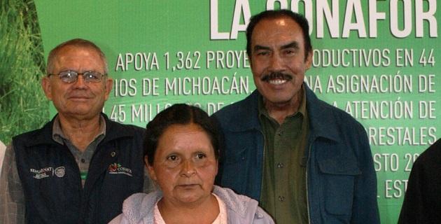 Lo anterior trascendió hoy, durante el evento de entrega de apoyos a beneficiarios de la CONAFOR, realizado en Villa Madero