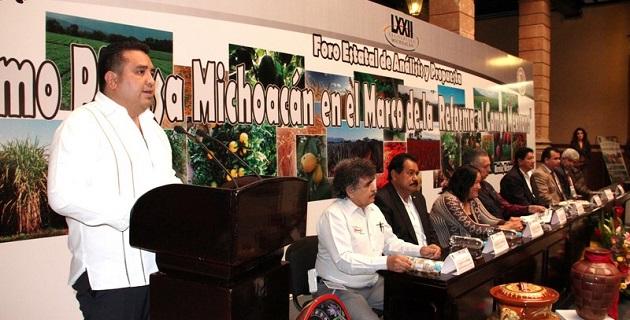 Michoacán, al ser el primer productor de alimentos a nivel nacional, deberá ser referente en el análisis y estudio de propuestas que impulsen al sector, expresó Juárez Blanquet