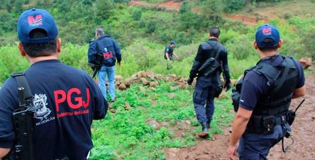 La tarde de ayer, derivado de una denuncia ciudadana que alertaba de hechos delictuosos en el citado municipio, se implementó un operativo en la zona montañosa y de difícil acceso para vehículos