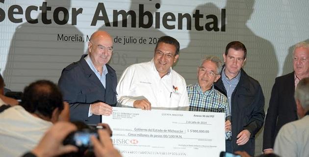 El alcalde Wilfrido Lázaro destacó que en 2013 se aplicó más de 1 mdp federales para la conservación de áreas naturales protegidas de Morelia, como es la infraestructura construida para la protección del manantial La Mintzita