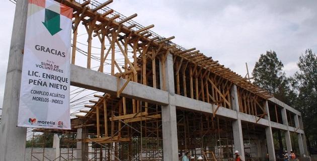 Con el apoyo económico del Gobierno Federal, a través de la Conade, se labora en la terminación del graderío, que reporta un avance del 93 por ciento, además de 99 en los muros perimetrales, y la cisterna, que ya está terminada