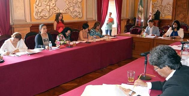 Los integrantes del Consejo, después de estudiar los perfiles de las 10 propuestas que se presentaron, eligieron en votación abierta a las tres finalistas