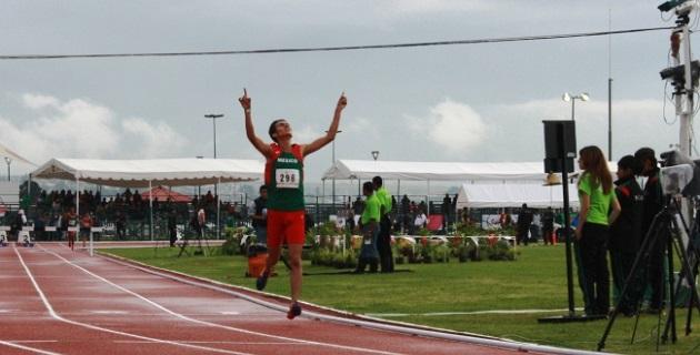 Francisco Ángel Reyes, de Pátzcuaro, y Natali Naomi Mendoza, de Uruapan, ganaron otro en la prueba de 3 mil metros con obstáculos, varonil y femenil, respectivamente