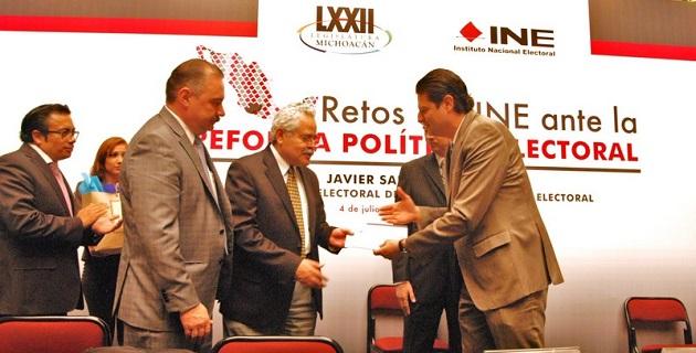 El presidente de la Comisión de Asuntos Electorales, Sergio Benítez, explicó que la reforma electoral en Michoacán ha sido producto de un debate diverso, plural y que refleja el interés por perfeccionar la democracia en la entidad