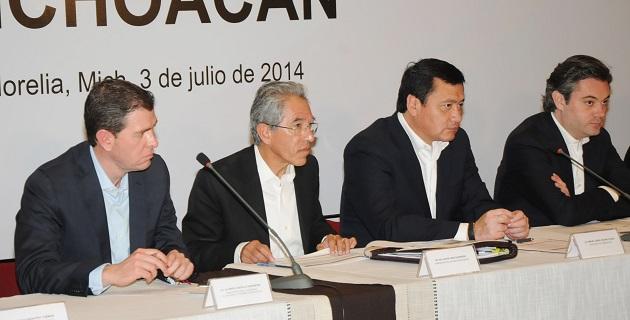 Al hacer un recuento de las actividades desarrolladas la semana que concluyó, el jefe del Ejecutivo estatal señaló que día con día se redoblan esfuerzos para fortalecer a las instituciones del estado michoacano