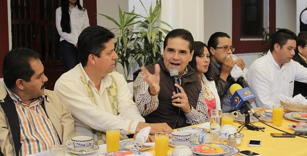 En Pátzcuaro, Aureoles Conejo señaló que es urgente el flujo local de recursos ya que en Michoacán se ha tenido una terrible debilidad institucional que espera cambie con la llegada del nuevo titular en el estado