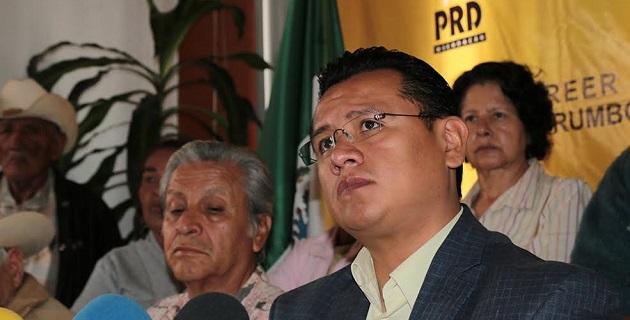 El caso de José Manuel Mireles y los autodefensas detenidos representa el retroceso más grave del autoritarismo en Michoacán, señaló Torres Piña