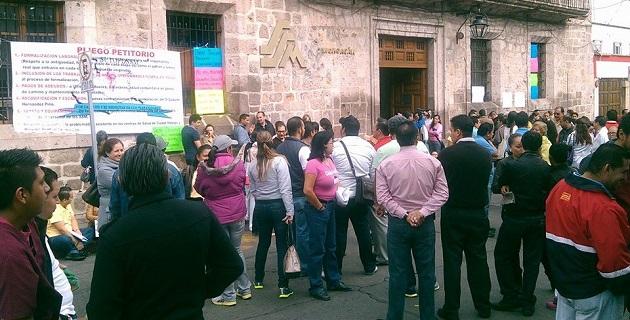 Esta es la enésima ocasión en que se manifiestan los trabajadores de la Secretaría de Salud en Michoacán para pedir basificación para más de 5 mil personas (FOTO: FRANCISCO ALBERTO SOTOMAYOR).