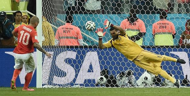 El héroe de la noche fue el arquero argentino Romero; el domingo Argentina jugará la final contra Alemania; el sábado, Holanda jugará contra Brasil por el tercer lugar