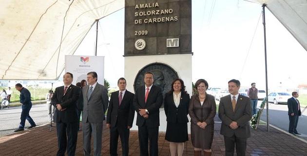 """A la ceremonia asistieron integrantes de la Fundación """"Amigos de Doña Amalia"""" dirigidos por Enrique Bautista, representantes del gobernador del estado, de la federación, así como regidores integrantes del Cabildo de Morelia"""