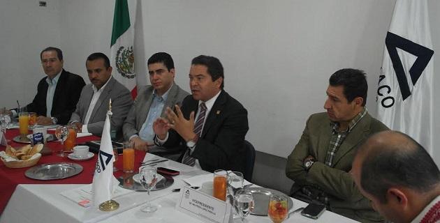 Oseguera Méndez resaltó la importancia que tiene una conducción ordenada de las acciones gubernamentales, para generar las mejores condiciones de inversión y seguridad para quienes generan los empleos