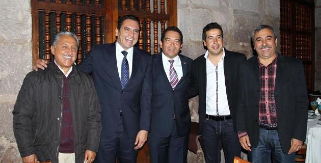 Aldo Macías expresó que este tipo de encuentros demuestran el interés que tiene el gobernador Salvador Jara Guerrero por establecer de inmediato, líneas de comunicación y de diálogo entre las diversas fuerzas políticas