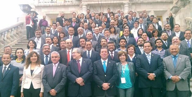 En el evento, al que asistió también el integrante de la comisión legislativa, Sarbelio Molina Vélez, Rosales Reyes explicó que en Michoacán se tienen centros educativos virtuales