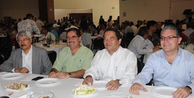 Oseguera Méndez convivió con trabajadores de la administración estatal, encabezados por su líder sindical, Antonio Ferreyra