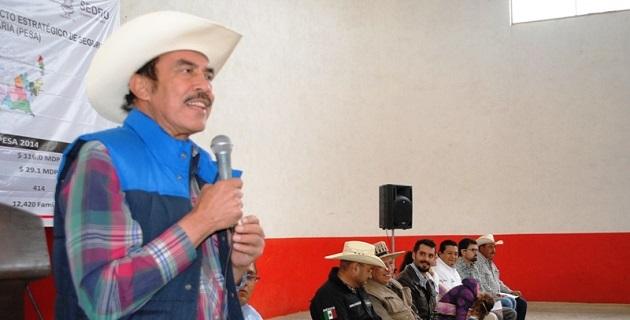 Jaime Rodríguez López, dijo que el objetivo del programa PESA, es contribuir al desarrollo de capacidades de las personas y familias que se encuentran en comunidades de alta marginación para incrementar la producción agropecuaria