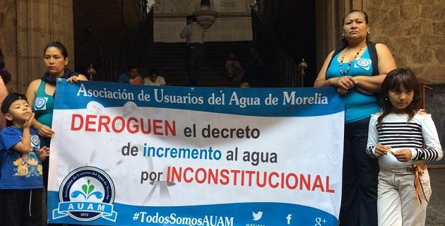 Al lugar también arribó un grupo de integrantes del Movimiento Antorchista en Michoacán, para exigir que se concluyan una serie de obras que, dicen, se les habían prometido (FOTO: ALBERTO TORRES / ALTORRE.COM.MX).