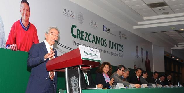 """En el marco de la presentación del Régimen de Incorporación Fiscal """"Crezcamos Juntos"""", el jefe del SAT, Aristóteles Núñez Sánchez, también invitó a promover la economía formal"""