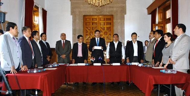 Durante la reunión, Antúnez Álvarez explicó a los legisladores que el Proyecto consiste en la construcción de un recinto fiscalizado estratégico, de una terminal intermodal, y del parque industrial logístico