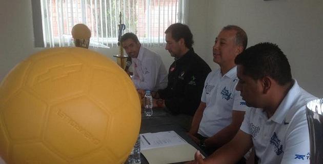 El torneo se jugará con balón indestructible; se donarán tenis a los jugadores más necesitados