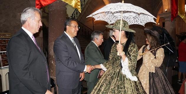 En representación del gobernador de Michoacán, Salvador Jara Guerrero, el secretario de cultura de la entidad, Marco Antonio Aguilar Cortes felicitó al Ayuntamiento de Morelia por la iniciativa
