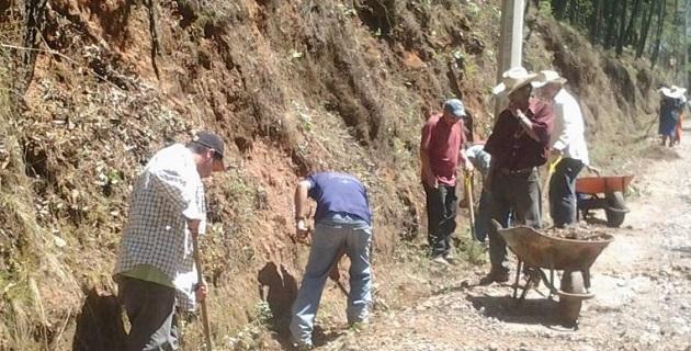 Los beneficiarios realizaron el deshierbe y la limpieza en un total de más de 68 kilómetros de cunetas, con el objetivo de mantener en buen estado sus caminos, ante el deterioro que presentan en temporada de lluvias