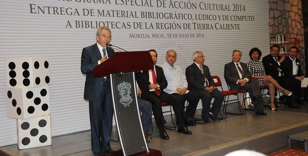 Son 22 municipios los beneficiados, entre los que se repartieron 18 colecciones de 2 mil 122 volúmenes; 215 colecciones con 112 volúmenes; 18 paquetes de material lúdico; además de 60 computadoras