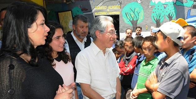 En compañía de su esposa Catherine Ettinger y de la directora del DIF Nacional, Laura Vargas, el mandatario despidió a más de medio centenar de niños y adolescentes que regresarán a sus lugares de origen