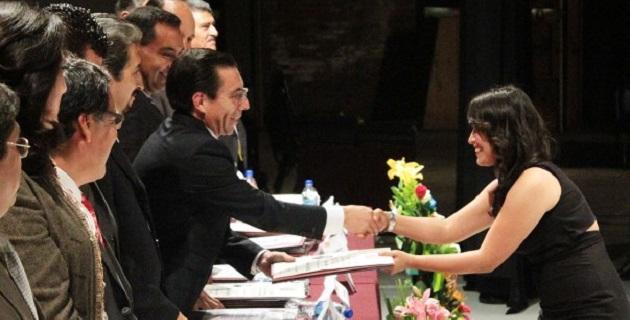 Durante la ceremonia que se llevó a cabo en el Teatro Morelos, Jaime Campos aprovechó su intervención para resaltar el orgullo por los logros académicos de todos los alumnos nicolaitas