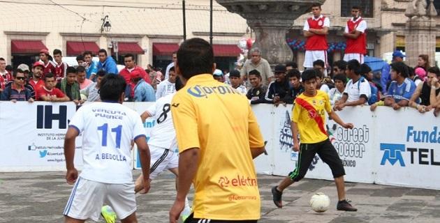 Es importante resaltar que Street Soccer es un programa mediante el cual, a través de la parte lúdica del deporte, se detecta a jóvenes en situación de riesgo y se les canaliza a otros programas de la SEJOVEN