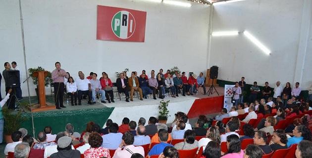 Ante la presencia de presidentes municipales, presidentes de comités, diputados locales y federales, además de militantes priístas de la región, Marco Polo Aguirre aseguró que desde la dirigencia del partido no se privilegiará a precandidatos