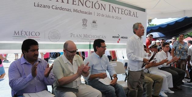 En la explanada de Palacio Municipal, donde en un inicio asistieron alrededor de 5 mil personas, Jara Guerrero apuntó que estar fuera de la ley es el primer elemento que genera desconfianza entre la población