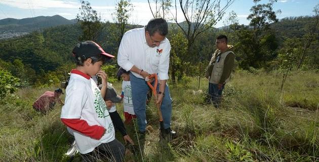 La reforestación que se realizó este día forma parte del Proyecto de Intervención Fase II de la Implementación del Plan de Restauración y Protección Ambiental de la Loma de Santa María y Depresiones Aledañas del Municipio de Morelia