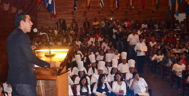 En su mensaje, el director general del ICATMI, Rodolfo Camacho Ceballos, destacó que con el esfuerzo de todos los egresados, también se ayuda al desarrollo del estado