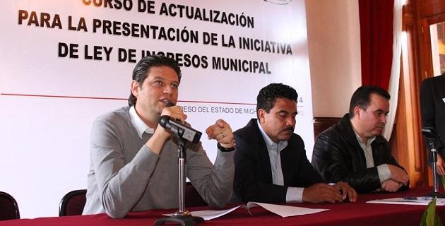 Martínez Alcázar también destacó la necesidad de capacitar a los servidores municipales para la Entrega – Recepción de la Administración Pública Municipal