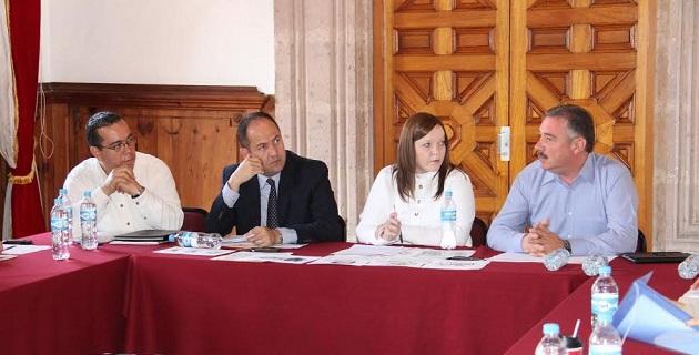 Participaron también el secretario de Servicios Parlamentarios, Raymundo Arreola; el presidente del IEM, Ramón Hernández; y el director del IIEL, Carlos Vital