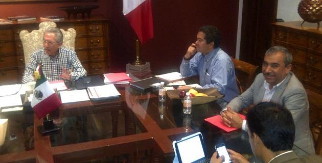 Aldo Macías, quien es coordinador en la entidad de la Federación Nacional de Municipios de México (Fenamm), indicó que existe disposición del ejecutivo estatal de establecer una línea de comunicación directa con los ediles