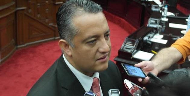 Cornejo Martínez recordó que al ex titular de la Comisión Estatal del Agua y Gestión de Cuencas (CEAGC) se le ha dictado auto de formal prisión por su probable responsabilidad en los delitos de peculado y abuso de autoridad