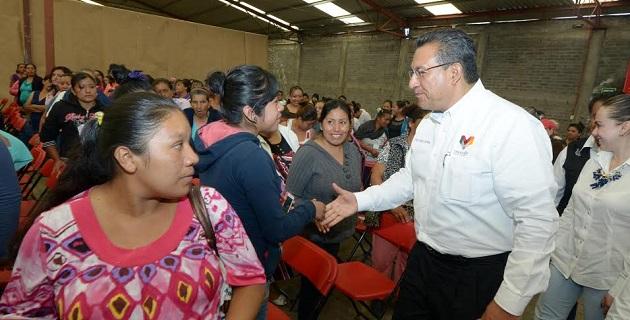 """Wilfrido Lázaro compartió su experiencia personal al tener tres hijas y su esposa, """"con esta bendición de familia, soy el primero en defender los derechos de las mujeres"""" expresó"""