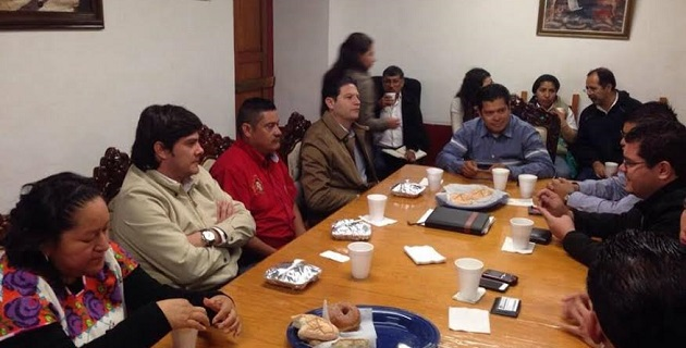 En el encuentro, los productores reiteraron la solicitud de apoyo a los diputados locales para concretar el proyecto de certificación de 34 vinatas ante el Consejo Mexicano Regulador de la Calidad del Mezcal (COMERCAM)