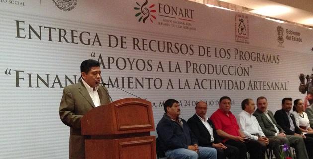 El secretario de Turismo estatal, Roberto Monroy, solicitó a Liliana Romero Medina, directora general de Fonart, continuar con los apoyos y fortalecer la comercialización de la artesanía michoacana